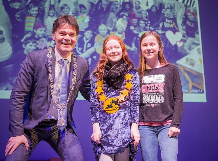 Kindercultuurnachtburgemeester 2018: Kiek Masclee met Burgemeester Depla en Kindercultuurnachtburgemeester 2017: Kim van Bragt